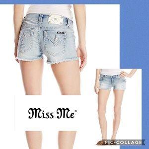 MissMe signature shorts light wash fringe size 27